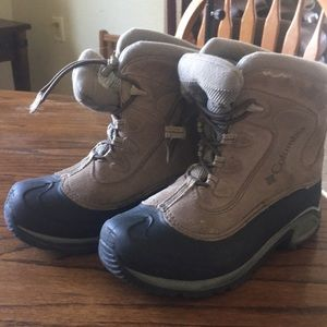 Winter boots size 4 boys warm Columbia